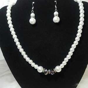 Jewelry - Fashion pearl necklace and earring set